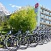 Die Zugspitze bringt Wanderer und Biker hoch hinaus