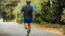 Breitensport Joggen: So schützen Sie Ihre Gelenke / Bei Schmerzen kann eine ACP-Therapie durch natürliche Heilfaktoren aus körpereigenem Blut helfen (FOTO)
