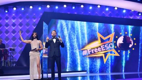 Europa singt, Europa bewertet: Johnny Logan vergibt beim #FreeESC auf ProSieben Punkte für Irland (FOTO)